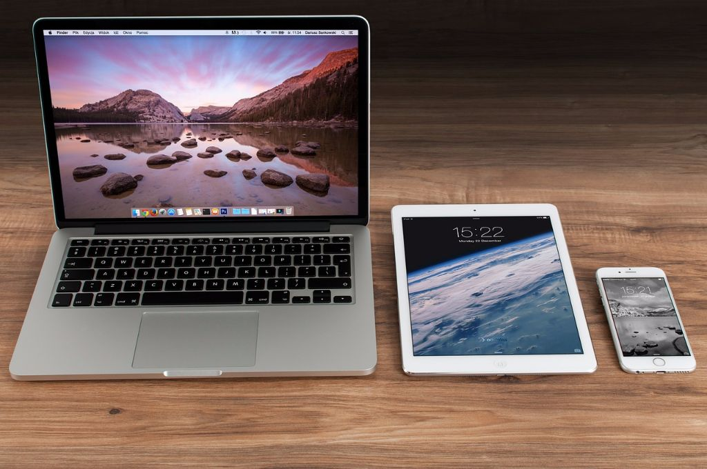 Macbook, iPad und iPhone